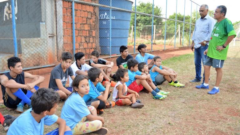 Os jogos de tênis foram implantados recentemente pela Subprefeitura local e o  futebol para crianças e adultos foi repaginado. b210f6317d702