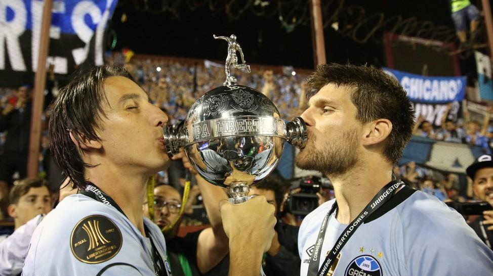 O melhor time de futebol da América é brasileiro. O Grêmio Foot-Ball Porto  Alegrense é o campeão da Taça Libertadores 2017. O Tricolor Gaúcho venceu o  Lanús ... 6d62b2b36f39d